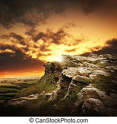 montanhas, sobre, pôr do sol