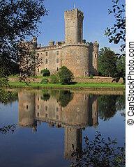 Montbrun Castle, tower, shimmer