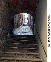 Montepulciano - the narrow streets of the historic city ...