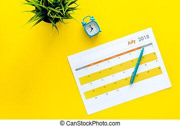 month., fond, planification, vue, concept., espace, reveil, copie, tâches, buts, horloge, sommet, mois, vide, calendrier jaune