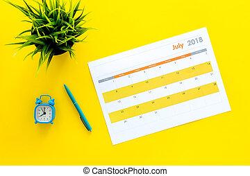 month., fond, planification, vue, concept., reveil, tâches, buts, horloge, sommet, mois, vide, calendrier jaune