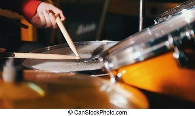 montré, repetition., seulement, tambours, mains, girl, jouer, studio.