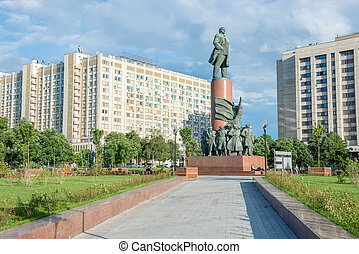 Monument to Lenin on Kaluzhskaya (Oktyabrskaya) Square in ...