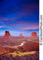 monument valley, en, anochecer, después, ocaso, utah, estados unidos de américa