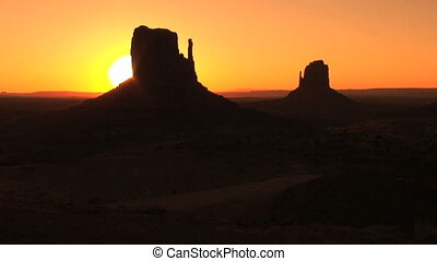 Monument Valley, sunrise, time lapse - Sunrise on the...