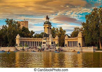 monumento alfonso xii, em, a, parque, de, buen retiro, em,...