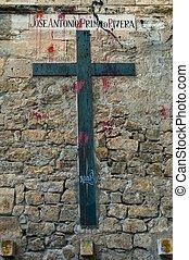 monumento conmemorativo, cruz, profaned