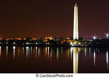 monumento washington, notte, con, città, orizzonte, su, fondo., colorito, riflessioni, di, stati uniti, capitale, in, acque, di, marea, basin.