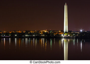 monumento washington, notte, con, skyline città, su, fondo., colorito, riflessioni, in, acqua, di, marea, basin.