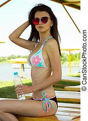 mooi, aantrekkelijk, meisje, in, een, badpak, en, zonnebrillen