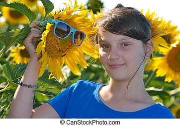 mooi, akker, meisje, jonge, zonnebloem