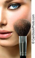 mooi, applying., makeup, gezicht, mode, closeup, model, meisje