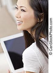 mooi, aziaat, chinese vrouw, gebruik, tablet, computer
