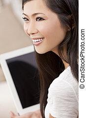 mooi, aziatische vrouw, gebruik, tablet, computer