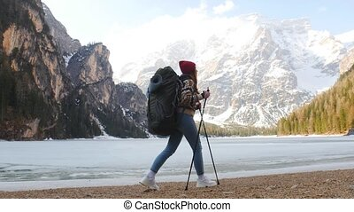 mooi, bergen, vrouw hiking, di, braies, jonge, lago, coast.,...