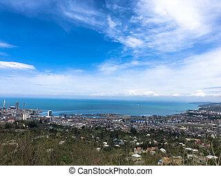 mooi, blauwe , gebouwen, oud, toerist, stad, daken, bergen., bovenzijde, natuur, hemel, huisen, tegen, hoogte, bomen, planten, aanzicht, architectuur, europeaan