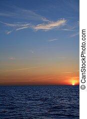 mooi, blauwe , op, hemel, oceaan, ondergaande zon , zonopkomst, zee, rood
