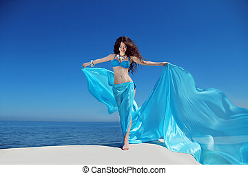 mooi, blauwe , vrouw, enjoyment., op, freshness., hemel, kosteloos, weefsel, blazen, meisje, het genieten van, vrolijke