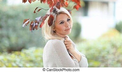mooi, blonde, jonge vrouw