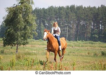 mooi, blonde, vrouw, paardrijden, paarde, bareback