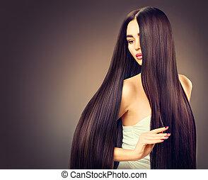 mooi, brunette, model, meisje, met, lang, recht, zwart haar, op, donkere achtergrond