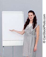 mooi, businesswoman, berichtgeving, verkoopcijfer, het glimlachen