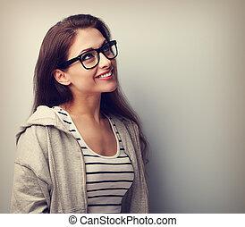 mooi, denken, jonge vrouw , in, bril, het kijken, boven., ouderwetse , verticaal