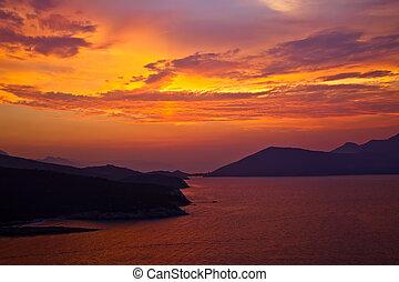 mooi, egeïsch, kleurrijke, op, ondergaande zon , zee