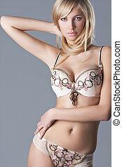 mooi en gracieus, blonde , model, in, lingerie