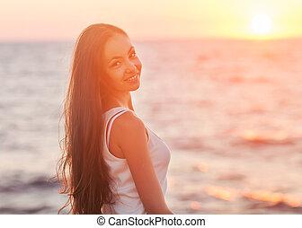 mooi, gelukkige vrouw, genieting, -, kosteloos, het genieten van, sunset.