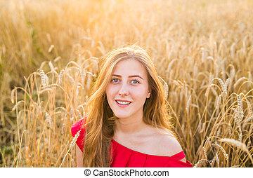mooi, genieten, glimlachende vrouw, gezonde , nature., jonge, akker, meisje, outdoors.