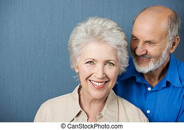 mooi, glimlachende vrouw, bejaarden