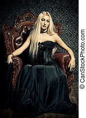 mooi, gotisch, vrouw, met, lang, blonde haar, het voeren zwart, dress.