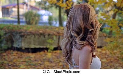 mooi, gouden, vrouw, park, jonge, herfst