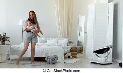 mooi, haar, armen, zoon, pasgeboren, vasthouden, moeder, baby