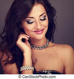 mooi, hairstyle, avond, krullend, makeup, lang, vrouw glimlachen