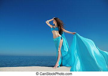 mooi, happiness., vrouw, chiffon, genieting, hemel, op, blauwe , -, kosteloos, weefsel, omhelzen, sexy, het genieten van, jurkje