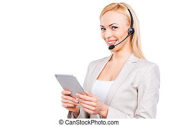 mooi, helper., zeker, middelbare leeftijd , de vertegenwoordiger van de dienst van de klant, doorwerken, digitaal tablet, en, het glimlachen, terwijl, staand, tegen, witte achtergrond