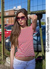 mooi, het rusten, mode, t-shirt, aanpassen, jonge, haar, vrouw, helder, brunette, buitenshuis, stijl, rood, vrolijke
