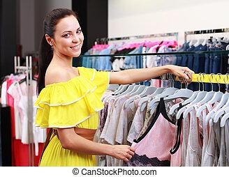 mooi, jong meisje, op, de, winkel