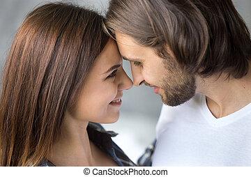 mooi, jong paar, op, gezicht, afsluiten, verticaal, bovenkant