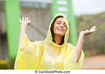 mooi, jonge vrouw , het genieten van, de, regen