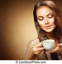 mooi, jonge vrouw , met, kop van hete koffie