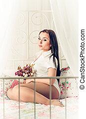 mooi, jonge vrouw , met, langharige, op bed
