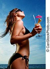 mooi, jonge vrouw , op het strand