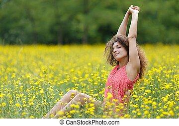 mooi, jonge vrouw , stretching, met, genoegen