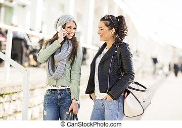 mooi, jonge vrouwen, buiten