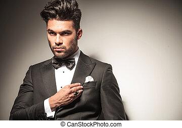 mooi, jonge, zakenmens , repareren, zijn, collar.