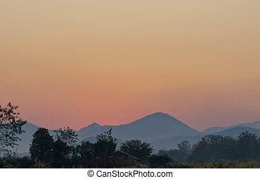 mooi, kleurrijke, zon, ondergaande zon , bergen., landscape
