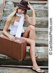 mooi, ladder, vrouw, oud, koffer